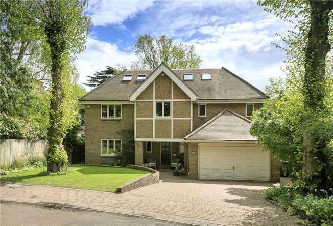 Guide Price £2,250,000, 6 Bedroom Detached House For Sale in Kingston upon Thames, KT2