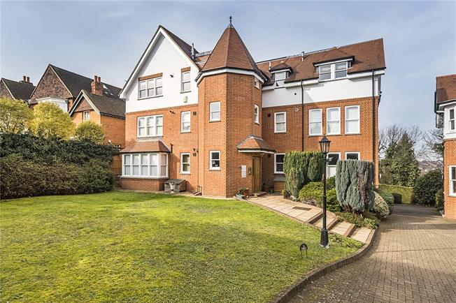 Guide Price £745,000, 2 Bedroom Flat For Sale in London, SW19