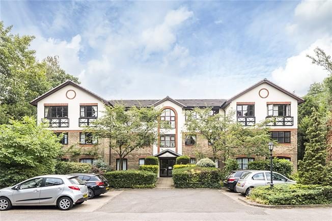 Guide Price £285,000, Flat For Sale in London, SW19