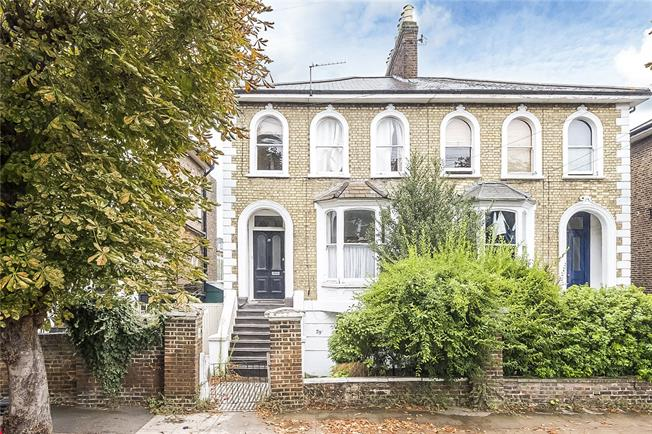 Guide Price £455,000, 1 Bedroom Flat For Sale in London, SW19