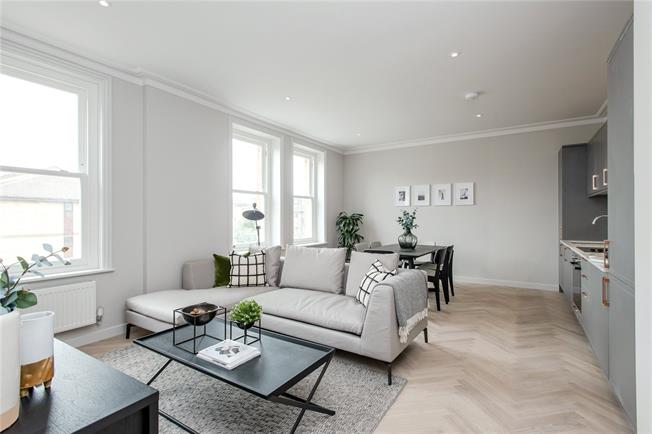 Asking Price £625,000, 2 Bedroom Flat For Sale in London, SW19
