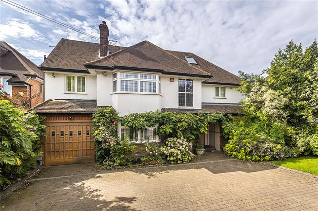 Guide Price £1,950,000, 4 Bedroom Detached House For Sale in Kingston upon Thames, KT2