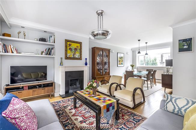 Guide Price £735,000, 3 Bedroom Flat For Sale in London, SW19