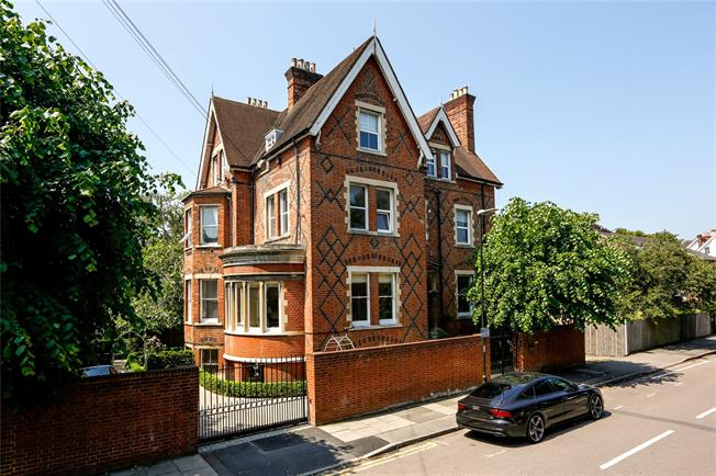 Guide Price £1,495,000, 3 Bedroom Flat For Sale in London, SW19