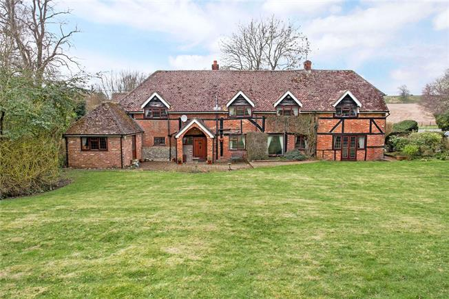 Guide Price £625,000, 4 Bedroom Detached House For Sale in Alresford, Hampshire, SO24