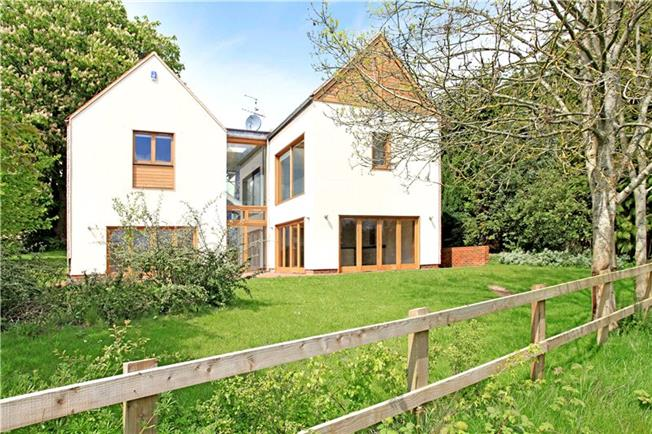 Guide Price £1,200,000, 5 Bedroom Detached House For Sale in Sparsholt, SO21