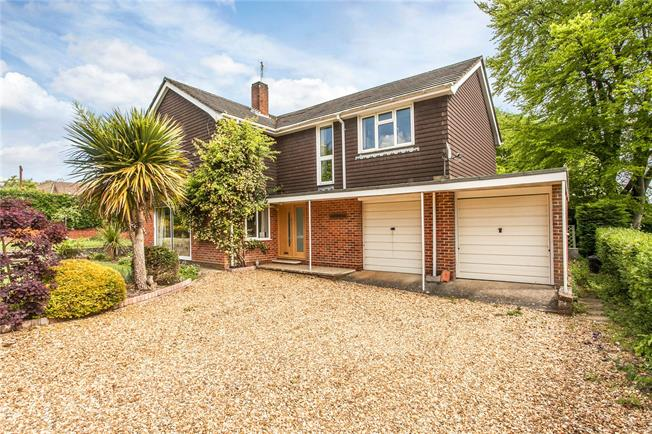 Guide Price £800,000, 4 Bedroom Detached House For Sale in Littleton, SO22