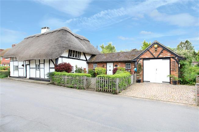 Guide Price £695,000, 4 Bedroom Detached House For Sale in Chilbolton, SO20
