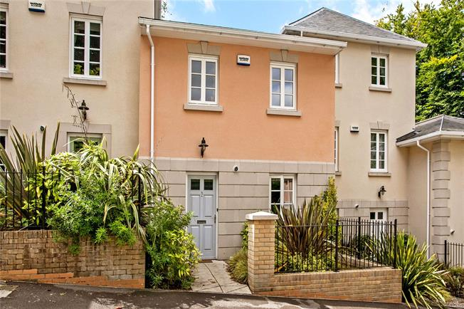 Guide Price £625,000, 3 Bedroom Mews House For Sale in Winchester, SO22