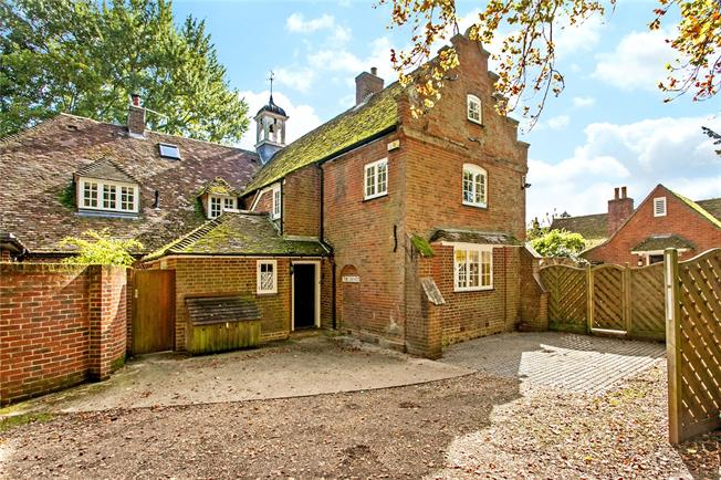 Guide Price £900,000, 4 Bedroom For Sale in Hampshire, SO21