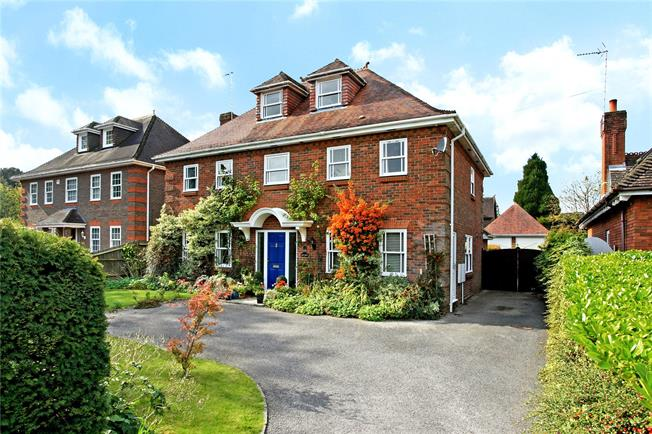 Guide Price £950,000, 6 Bedroom Detached House For Sale in Winchester, SO22