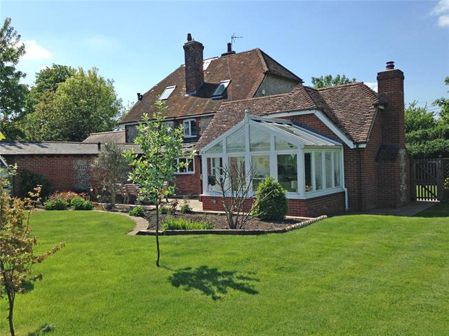 Guide Price £589,950, 3 Bedroom Semi Detached House For Sale in Martyr Worthy, SO21