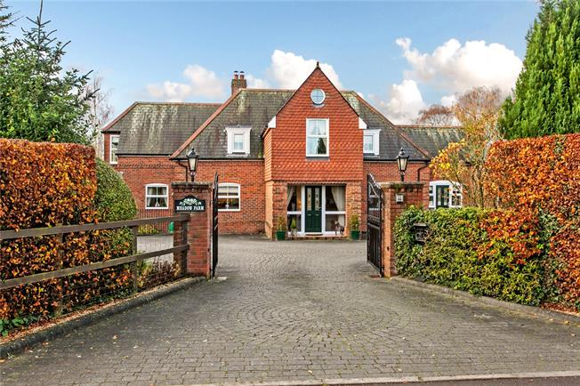 Guide Price £1,600,000, 5 Bedroom Detached House For Sale in Stockbridge, Hampshire, SO20