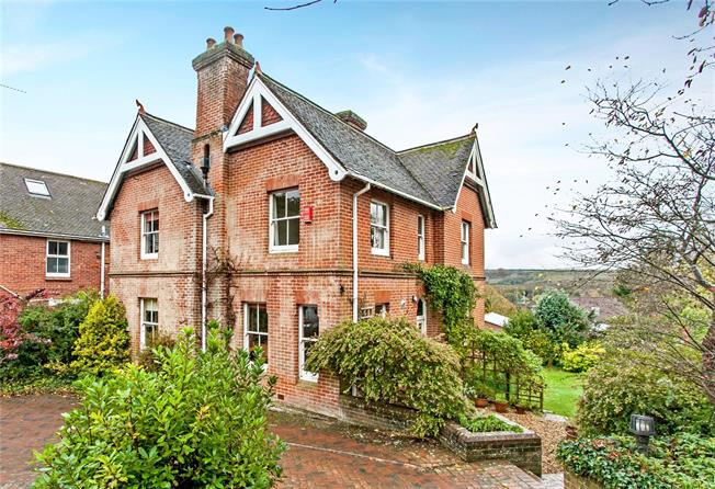 Guide Price £1,000,000, 5 Bedroom Detached House For Sale in Hampshire, SO23