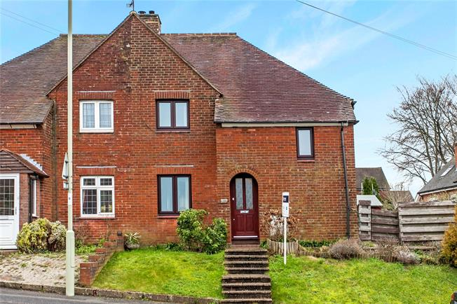 Guide Price £325,000, 3 Bedroom Semi Detached House For Sale in Winchester, SO22