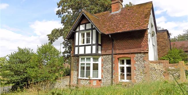 Guide Price £549,950, 2 Bedroom Detached House For Sale in Winchester, SO23