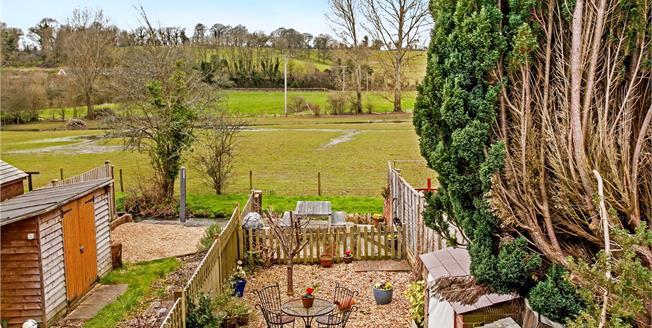 Guide Price £375,000, 2 Bedroom Terraced House For Sale in Meonstoke, SO32