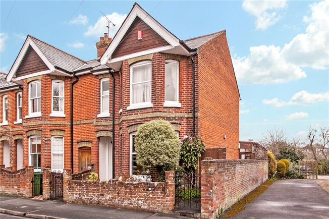 Guide Price £975,000, 4 Bedroom Terraced House For Sale in Winchester, SO23