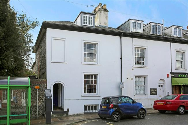 Asking Price £330,000, 2 Bedroom Flat For Sale in Winchester, SO23