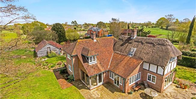 Guide Price £1,175,000, 4 Bedroom Detached House For Sale in Durley, SO32