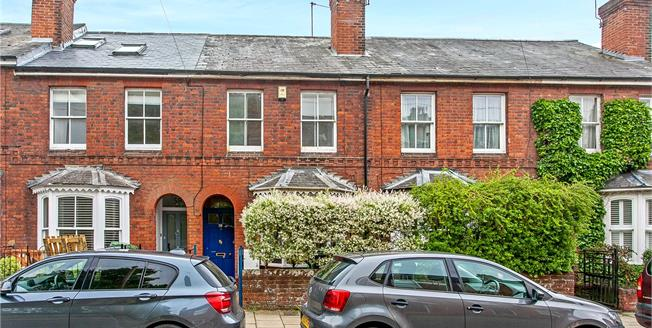 Guide Price £550,000, 3 Bedroom Terraced House For Sale in Winchester, SO23