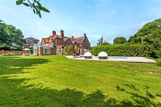 Guide Price £1,350,000, 5 Bedroom Town House For Sale in Fair Oak, SO50
