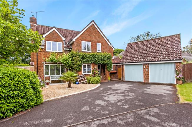 Guide Price £699,950, 4 Bedroom Detached House For Sale in Otterbourne, SO21