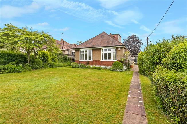 Guide Price £549,950, 3 Bedroom Bungalow For Sale in Winchester, SO22
