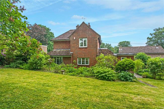 Guide Price £650,000, 3 Bedroom Detached House For Sale in Winchester, SO22