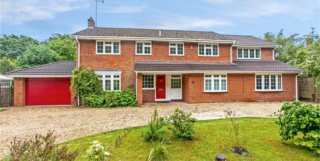Guide Price £950,000, 5 Bedroom Detached House For Sale in Winchester, SO22