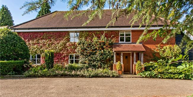 Guide Price £885,000, 4 Bedroom Detached House For Sale in Stockbridge, Hampshire, SO20