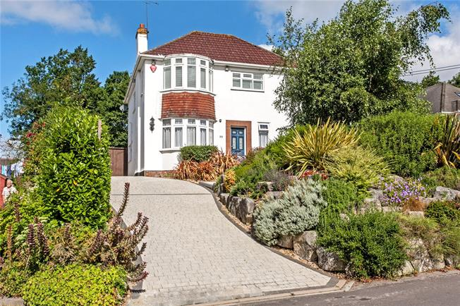 Guide Price £495,000, 3 Bedroom Detached House For Sale in Hampshire, SO50