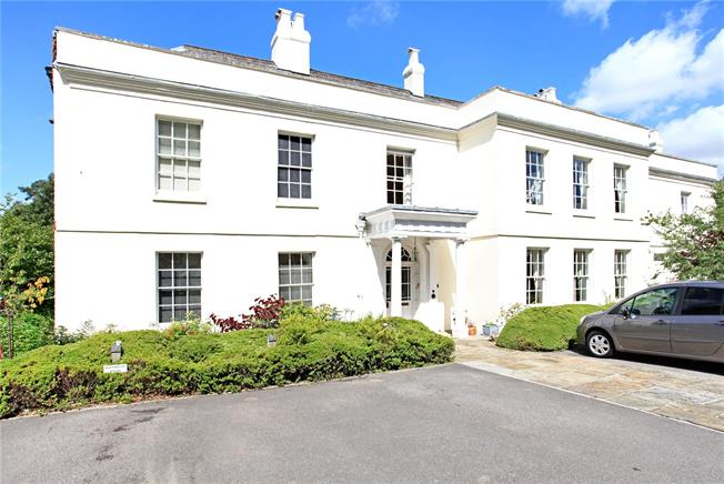 Guide Price £550,000, 2 Bedroom Flat For Sale in Bishops Waltham, Southamp, SO32