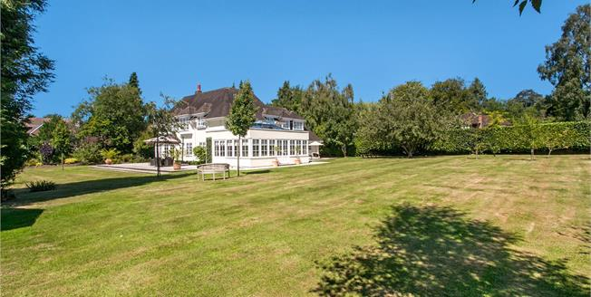 Guide Price £1,495,000, 4 Bedroom Detached House For Sale in Shawford, SO21