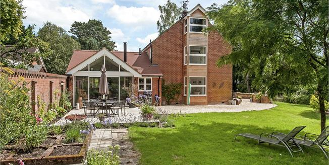 Guide Price £1,250,000, 4 Bedroom Detached House For Sale in Abbots Worthy, SO21