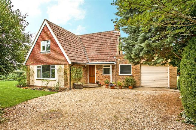 Guide Price £699,000, 3 Bedroom Detached House For Sale in Twyford, SO21