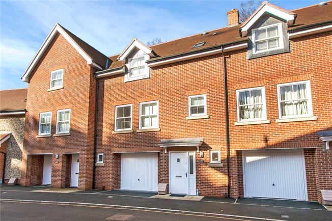 Guide Price £695,000, 3 Bedroom Terraced House For Sale in Winchester, SO22