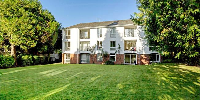 Guide Price £379,950, 2 Bedroom Flat For Sale in Winchester, SO23