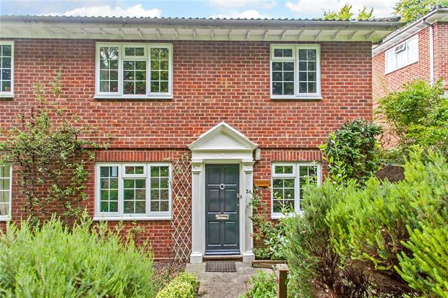 Guide Price £325,000, 2 Bedroom Flat For Sale in Winchester, SO22