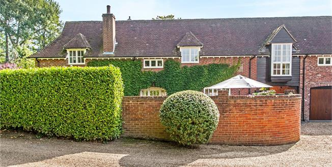 Guide Price £850,000, 4 Bedroom Mews House For Sale in Winchester, Hampshire, SO21