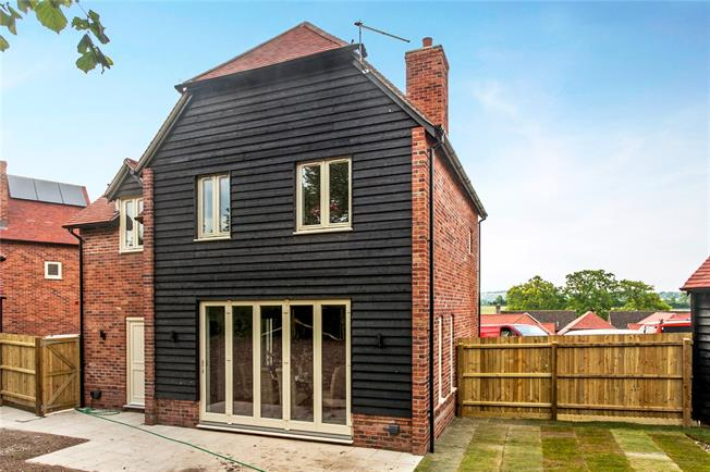 Guide Price £749,995, 4 Bedroom Detached House For Sale in Ropley, Alresford, SO24