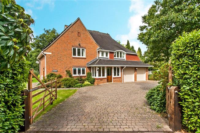 Guide Price £1,100,000, 4 Bedroom Detached House For Sale in Winchester, Hampshire, SO21