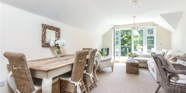 Guide Price £450,000, 2 Bedroom Flat For Sale in Winchester, SO22