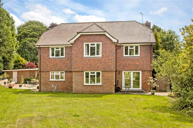 Guide Price £800,000, 5 Bedroom Detached House For Sale in Hampshire, SO32