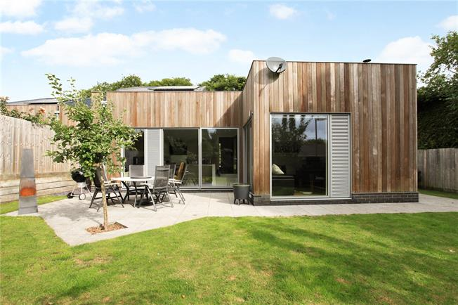 Guide Price £595,000, 2 Bedroom Detached House For Sale in Hampshire, SO22