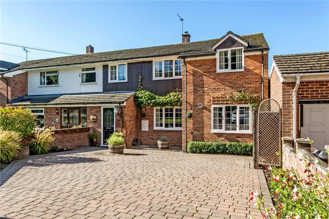 Guide Price £425,000, 3 Bedroom Semi Detached House For Sale in Winchester, Hampshire, SO21