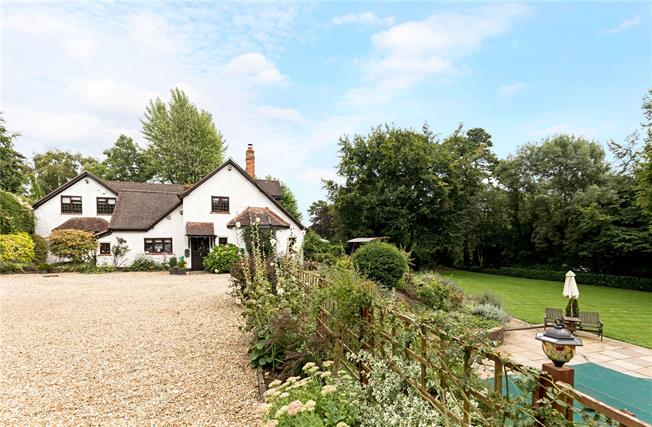 Offers in excess of £995,000, 5 Bedroom Detached House For Sale in Bishops Waltham, SO32