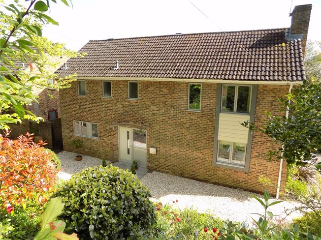 Guide Price £795,000, 4 Bedroom Detached House For Sale in Winchester, SO23