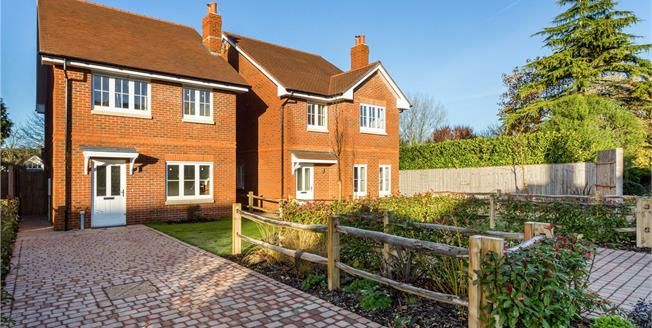 Guide Price £450,000, 3 Bedroom Detached House For Sale in Hampshire, SO32