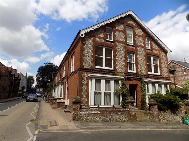 Guide Price £349,995, 3 Bedroom Maisonette For Sale in Winchester, SO23